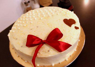 pastel-con-lazo-rojo