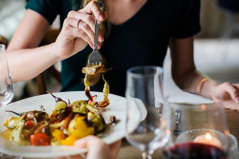 ¿Cómo cuidarte durante tus vacaciones si tienes alergias alimentarias?